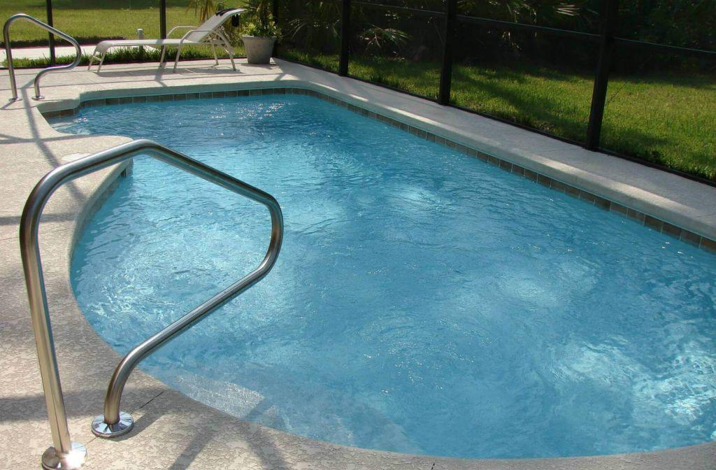piscina a forma libera